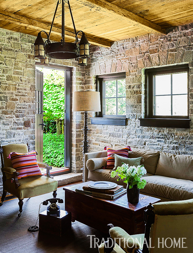 Home Decor Interior Design: Rustic Farmhouse With Classic Style