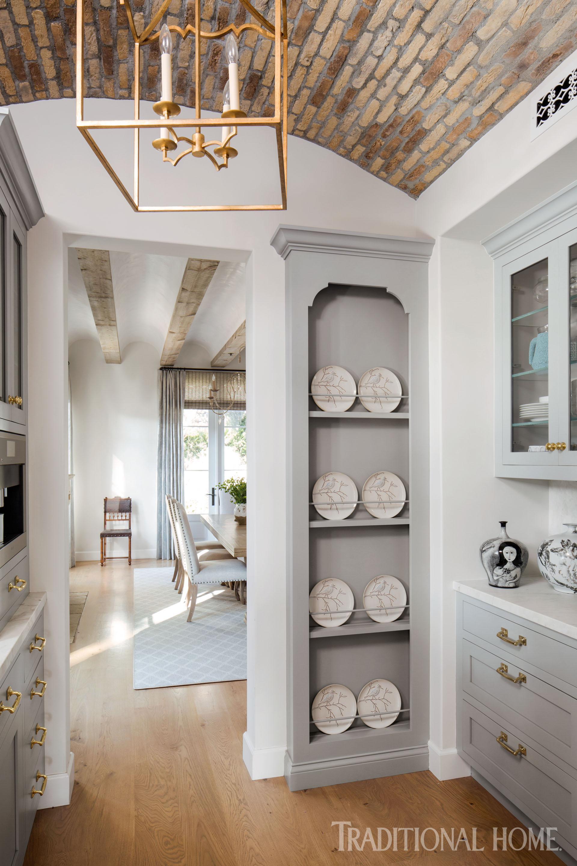Fabulous French Style Inspires A Modern Kitchen Traditional Home Home Interior And Landscaping Mentranervesignezvosmurscom