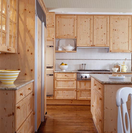 Knotty Pine Cabinets: Elegant Kitchens With Warm Wood Cabinets