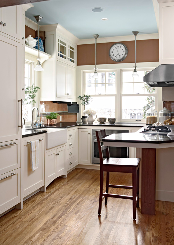 Smart storage ideas for small kitchens traditional home for Smart kitchen design small space
