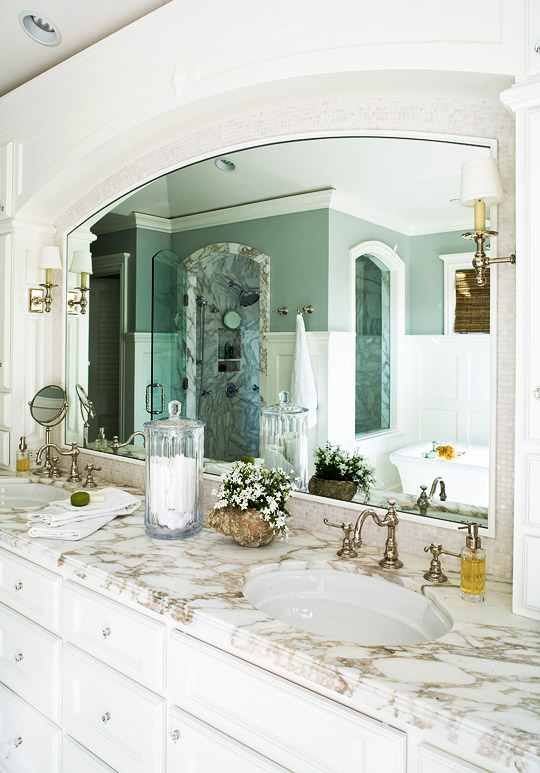 Stunning master bathrooms traditional home for Master bathroom decor