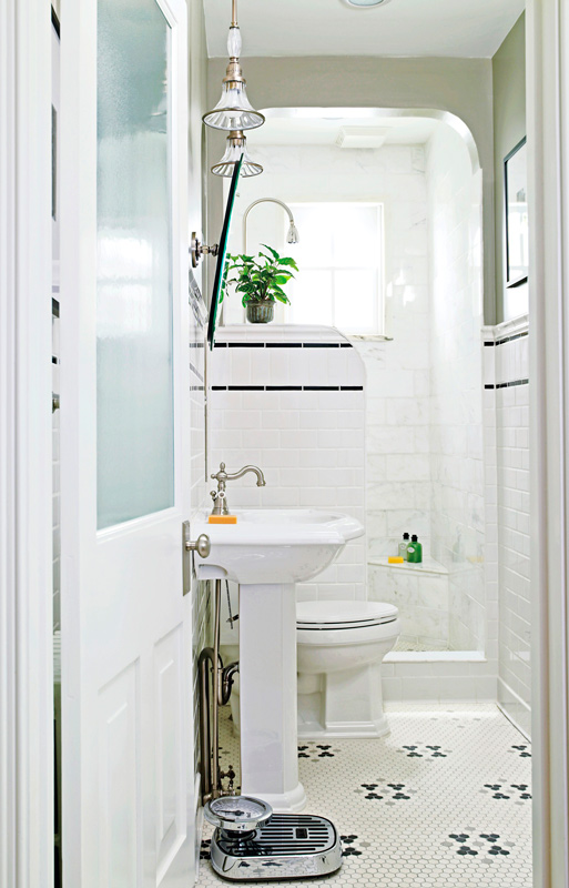 Storage ideas for small bathrooms traditional home - Pictures of small bathrooms ...