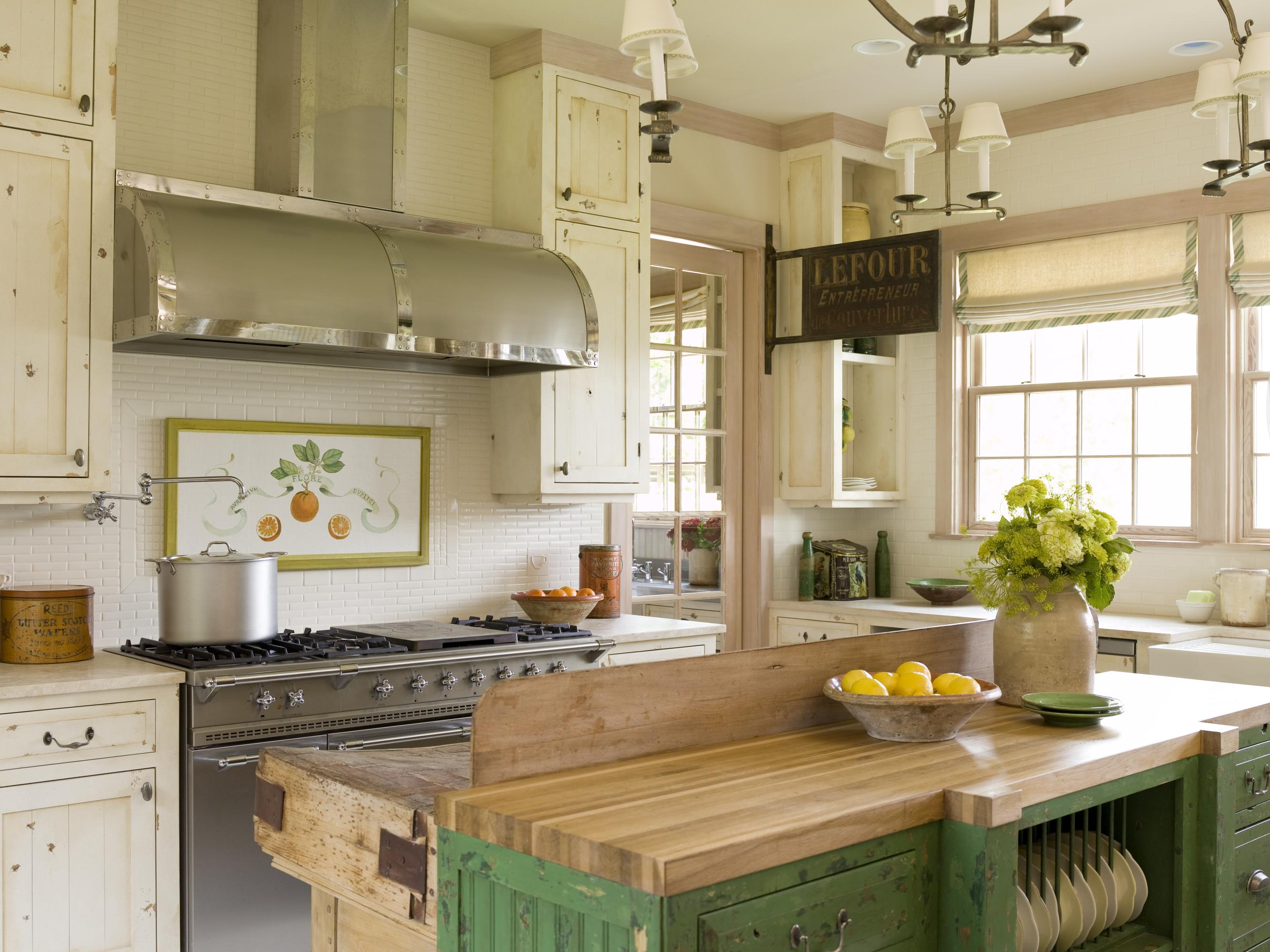 Cottage style kitchens traditional home for Bungalow style kitchen cabinets