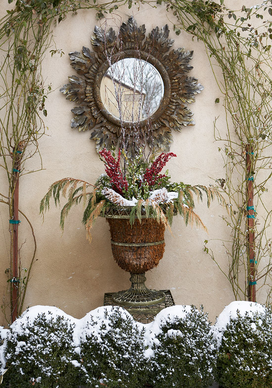 Outdoor Holiday Decorating Traditional Home
