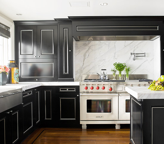 Simple Yet Dramatic, A Marble Slab Backsplash Showcases Its Dramatic  Veining Above A Commercial Style Range In This Residential Kitchen.