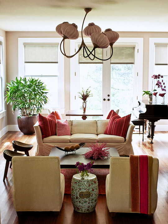 Decorating ideas elegant living rooms traditional home for Interior decorating ideas websites