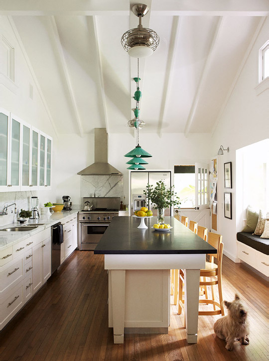 Traditional Home Kitchen: Tropical Traditional Home