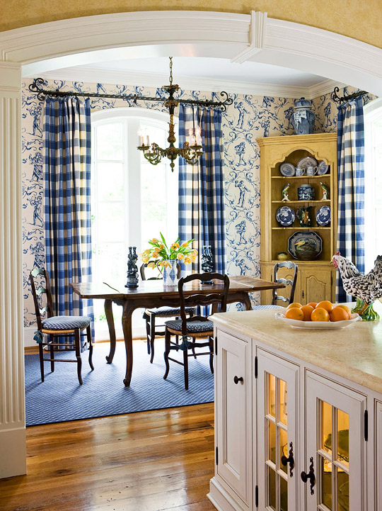 Beautiful rooms in blue and white traditional home for Blue and yellow kitchen decorating ideas