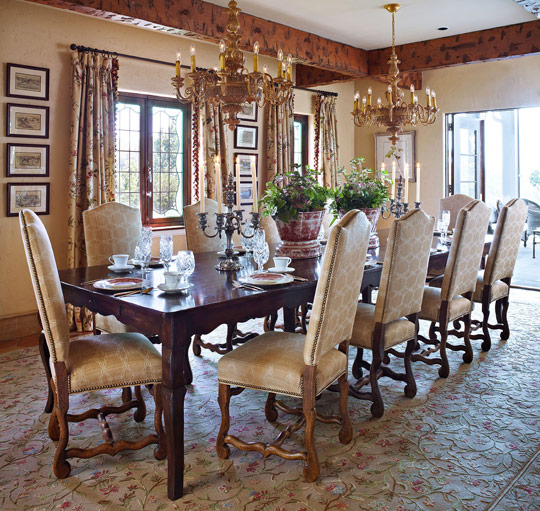 Beautiful dining rooms traditional home for Beautiful dining room furniture