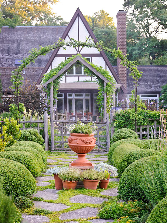Gorgeous Garden at a Historic Home | Traditional Home