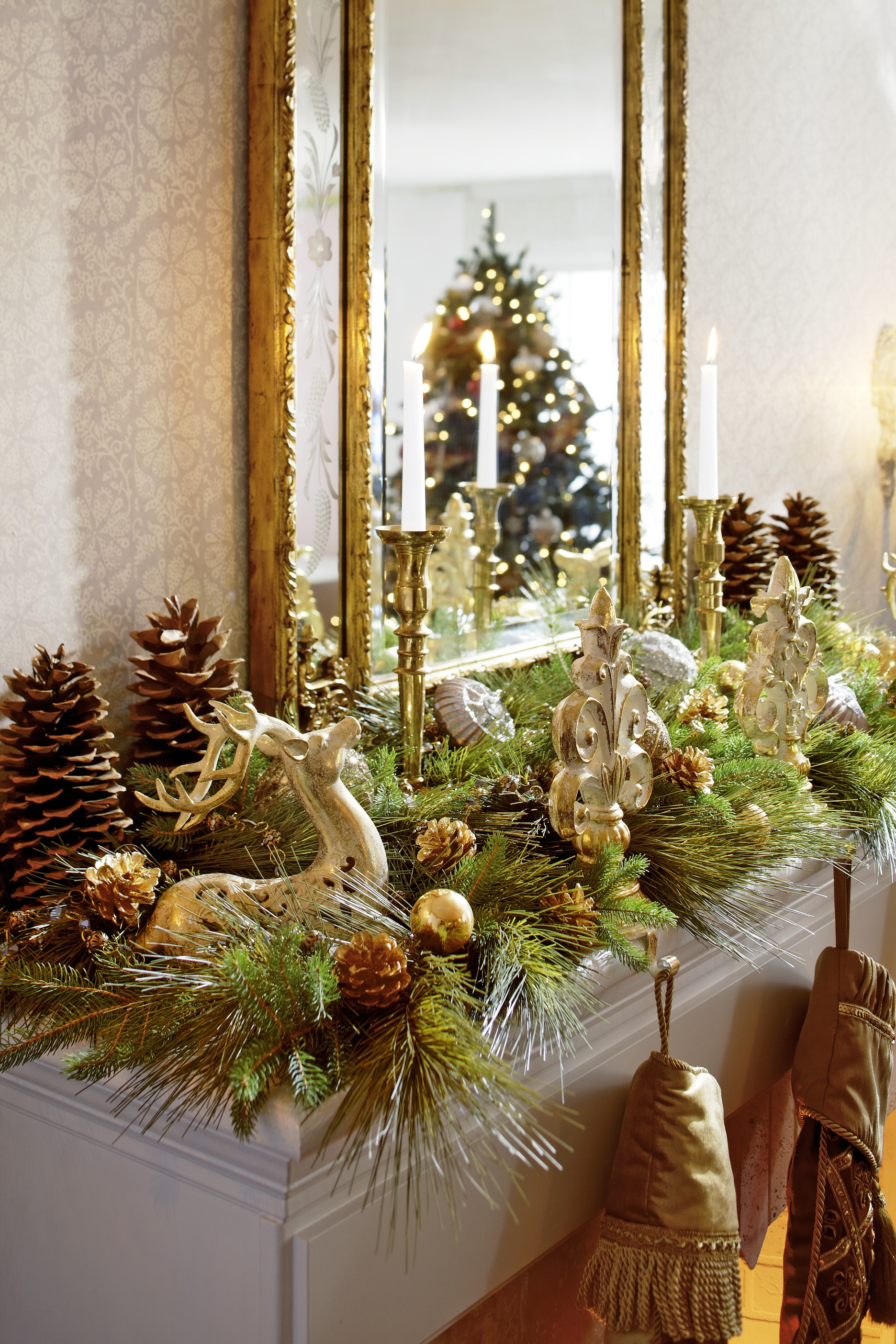 Christmas Mantel Ideas.Decorating Holiday Mantels Traditional Home