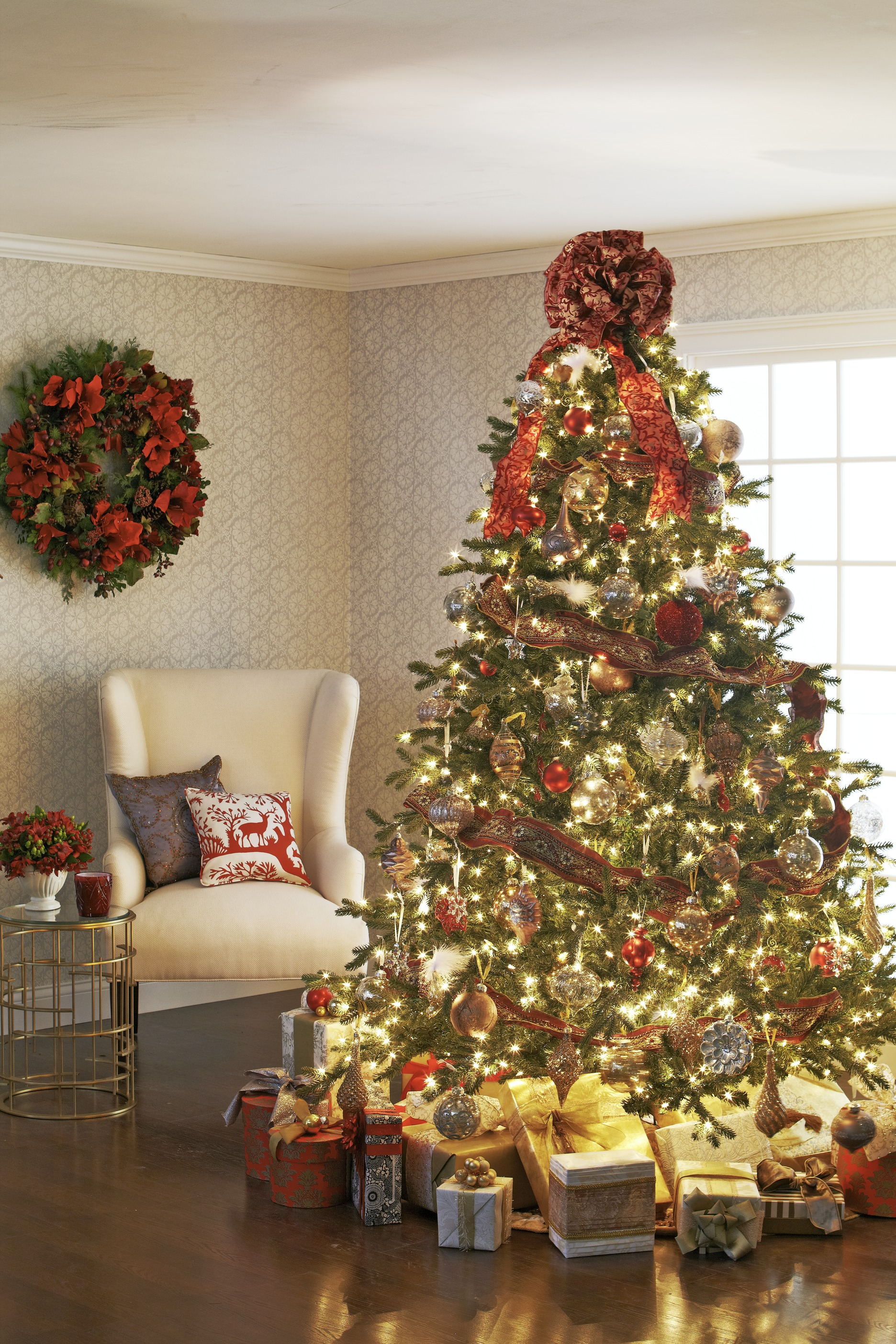 decorating christmas trees traditional home. Black Bedroom Furniture Sets. Home Design Ideas