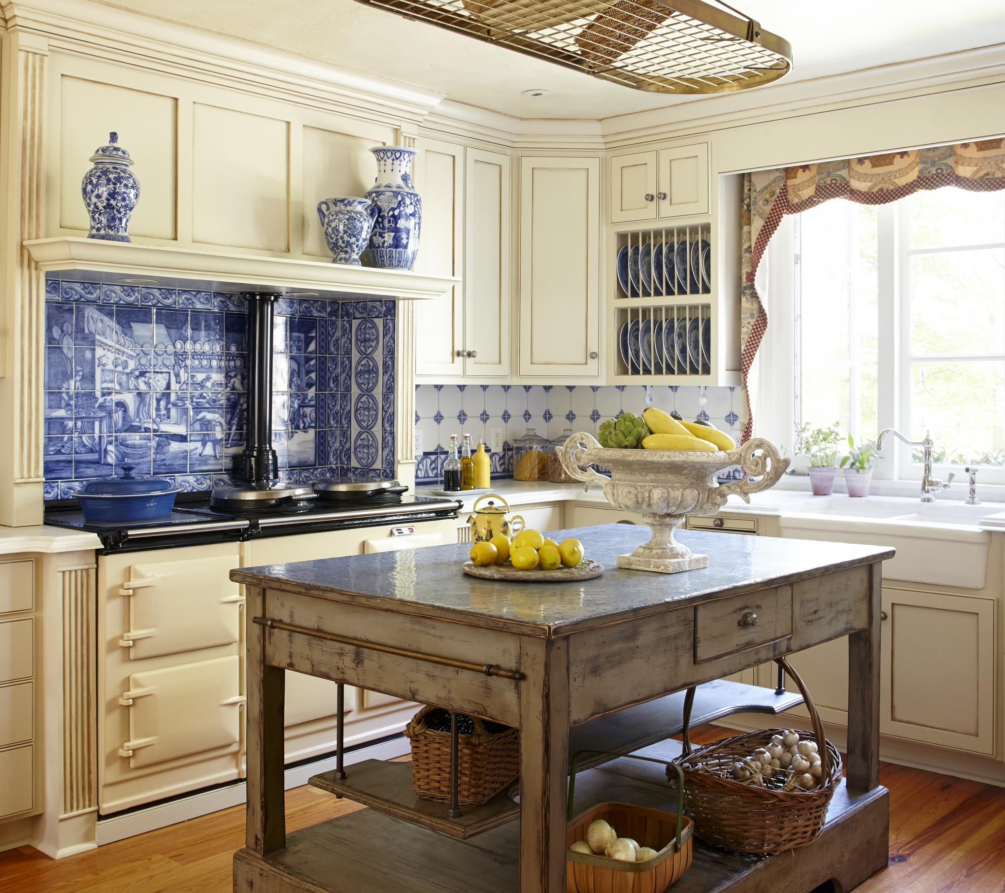 Country french kitchens traditional home for French chateau kitchen designs