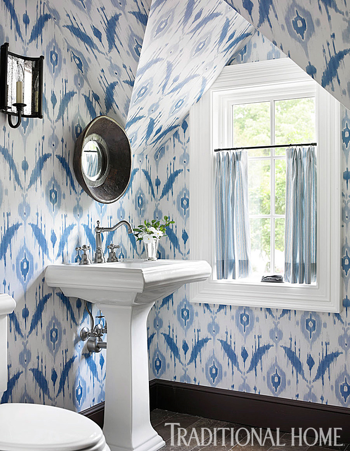 Decorating ideas for blue and white bathrooms for Wallpaper traditional home
