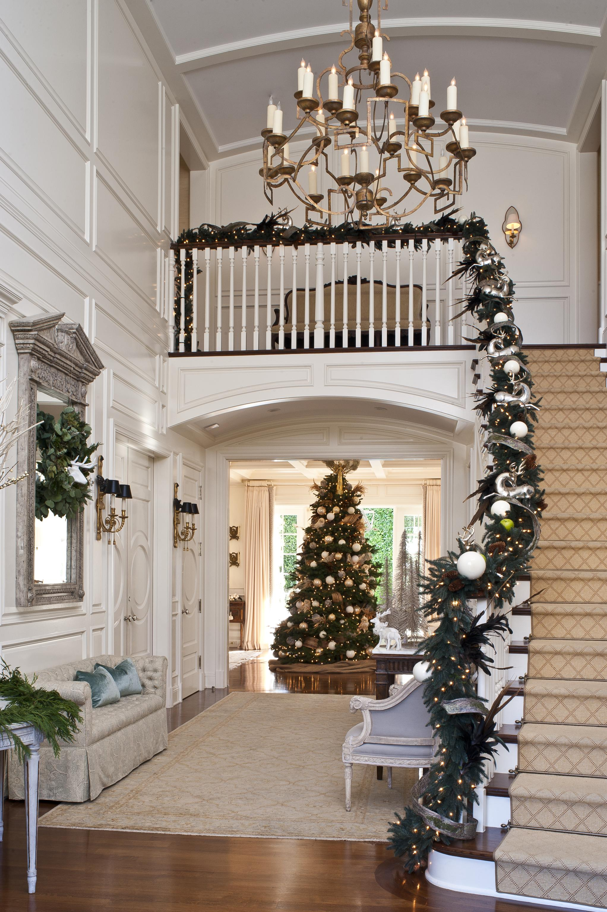 top 40 stunning christmas decorating ideas for staircase. Black Bedroom Furniture Sets. Home Design Ideas