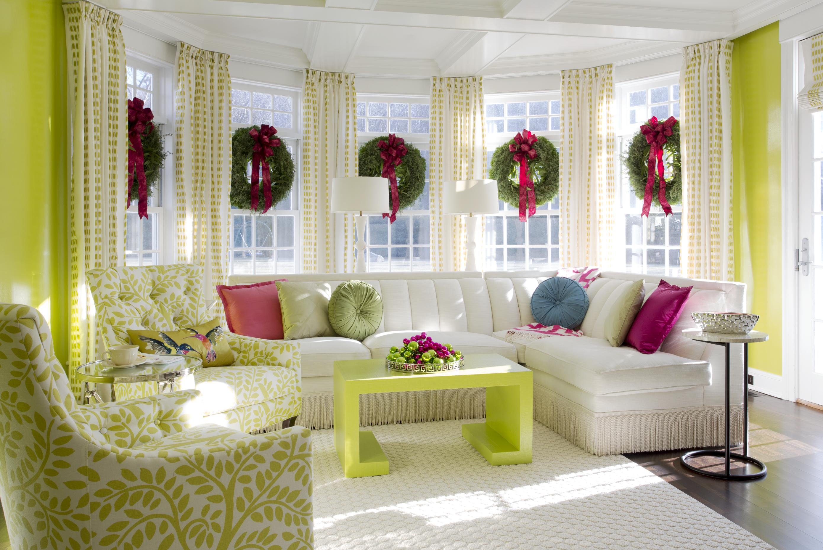 Decorating Holiday Wreaths Traditional Home