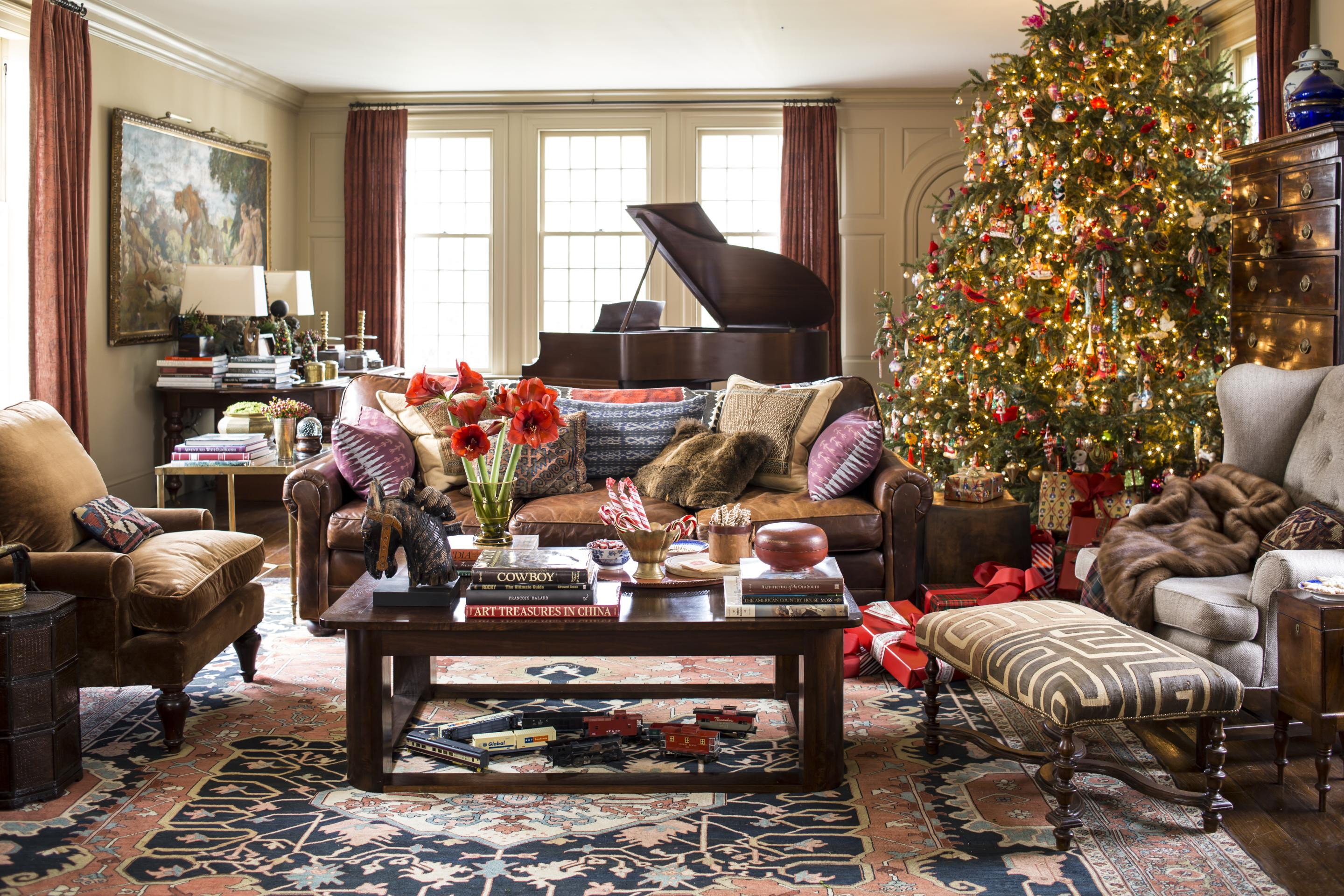 Christmas Home Decor.Decorating Christmas Trees Traditional Home