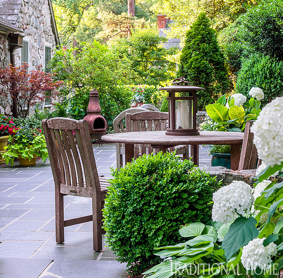 Richmond garden filled with charm traditional home for Garden design richmond