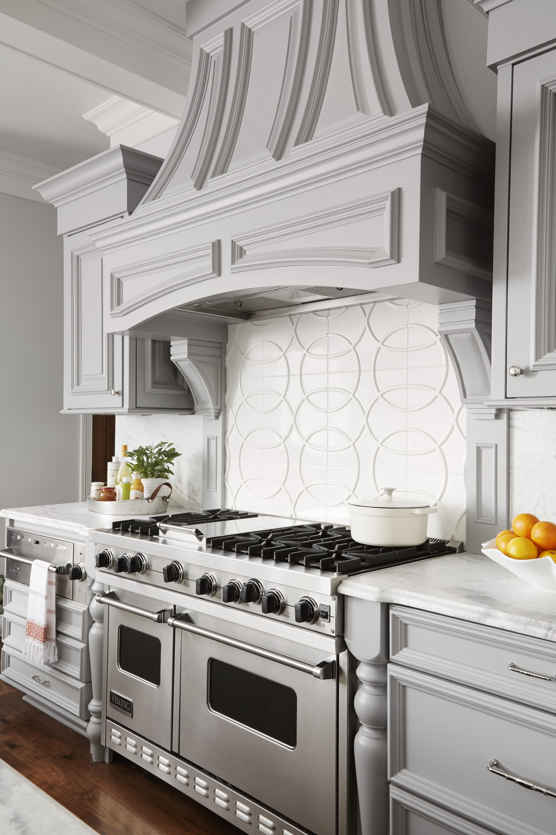 Midwest kitchen that 39 s gorgeous in gray traditional home for Midwest kitchen and bath