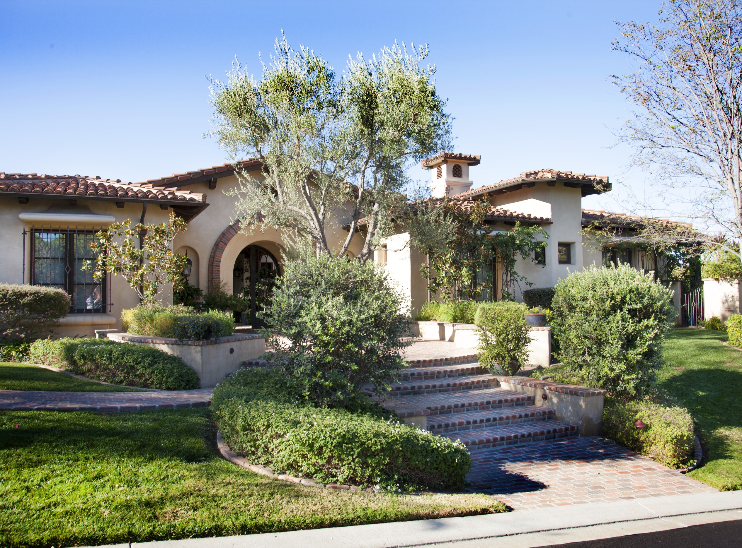 homey inspiration olive garden home delivery.  ENLARGE Warm and Inviting California Villa Traditional Home