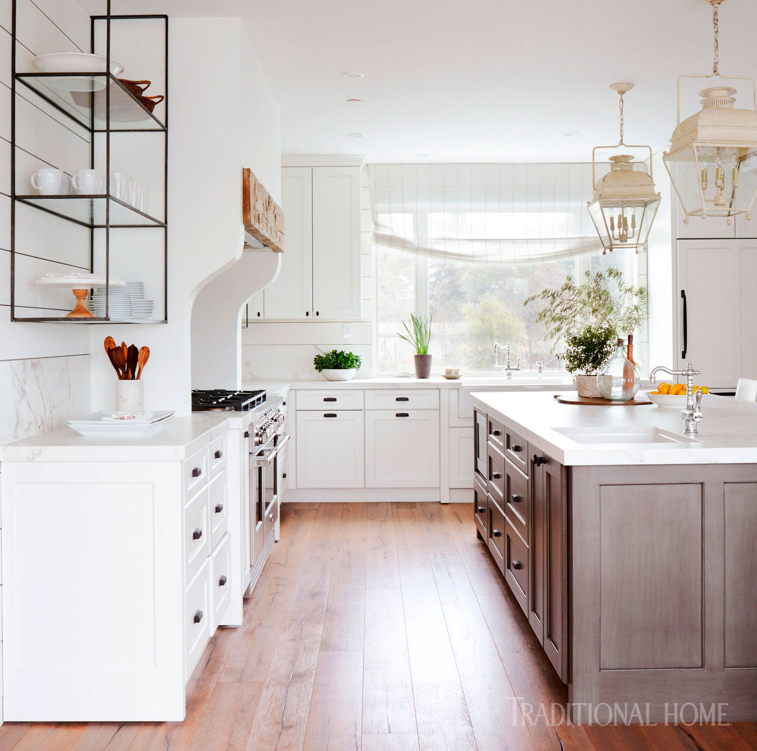 Farmhouse Kitchen Cabinets: White Farmhouse-Style Kitchen