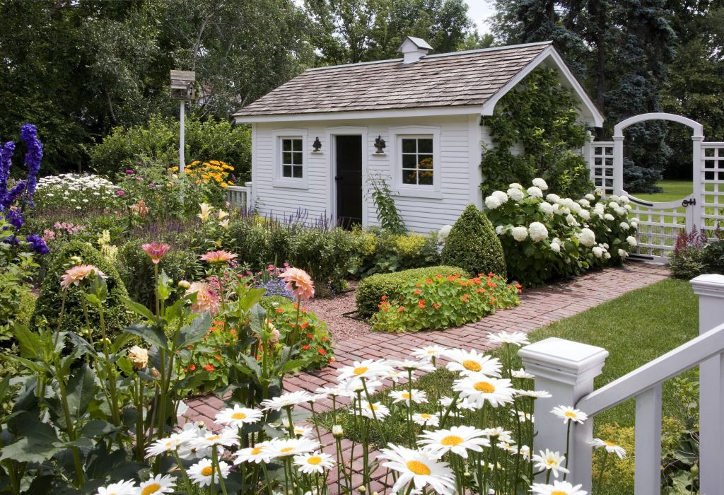 Charming secret garden traditional home for Classic house with flower garden