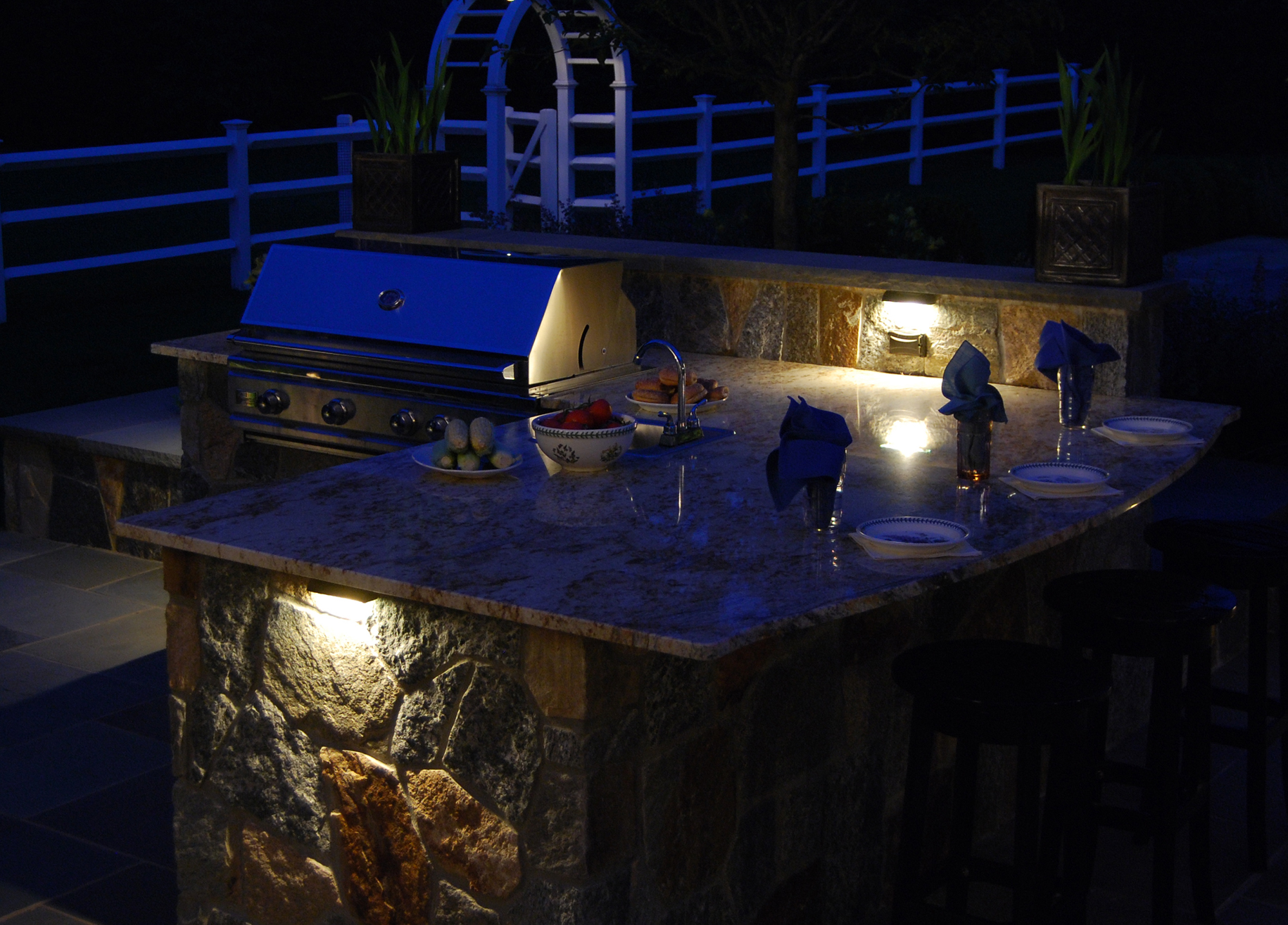 Kitchen Night Lights Light Up Your Landscape Traditional Home