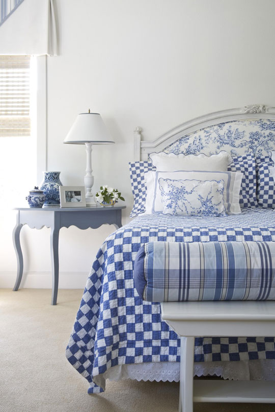 ENLARGE. Beautiful Rooms in Blue and White   Traditional Home