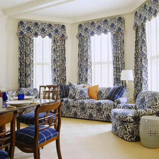 Elegantly Ointed Blue And White Sitting Area