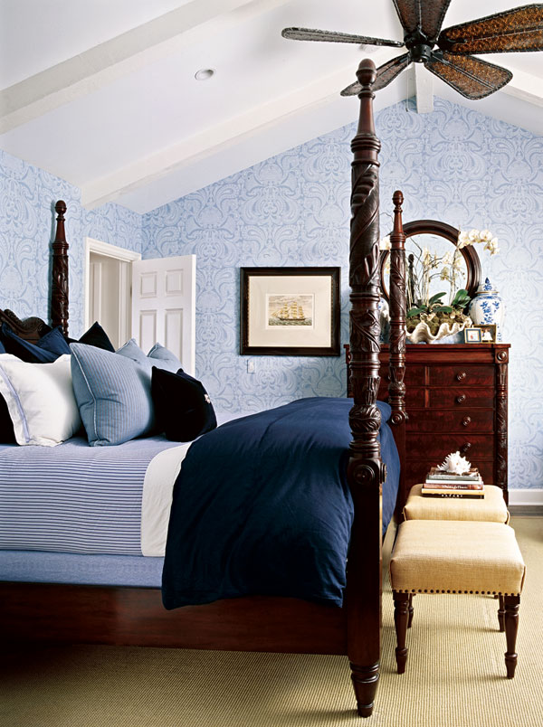 Beautiful rooms in blue and white traditional home for Fashionista bedroom ideas