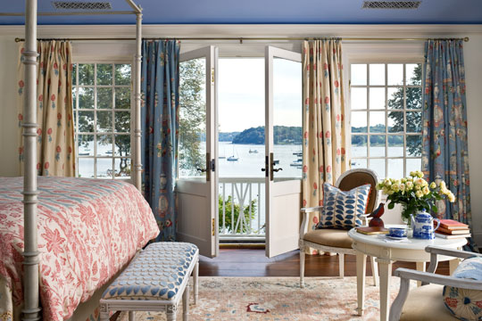Variety Spices Up Bedroom Draperies When Just One Curtain