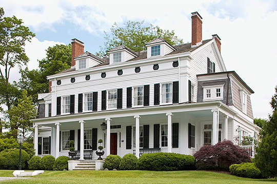 Classic house great color traditional home for Conventional homes