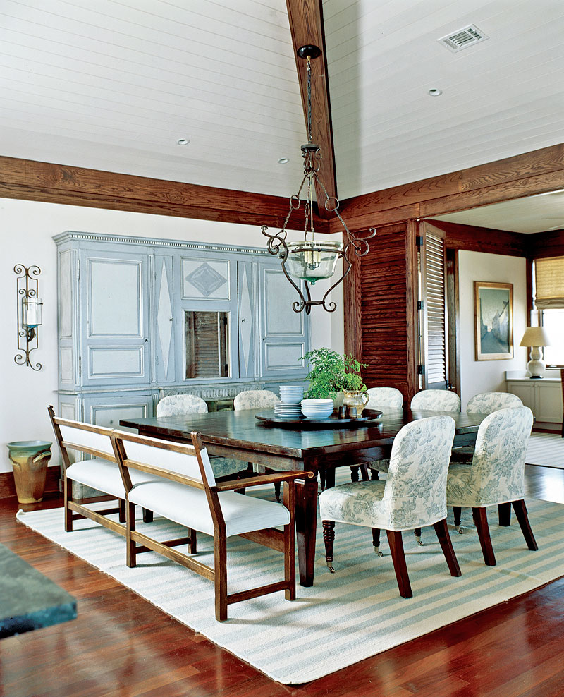 Comfortable florida beach house traditional home for Traditional beach house designs