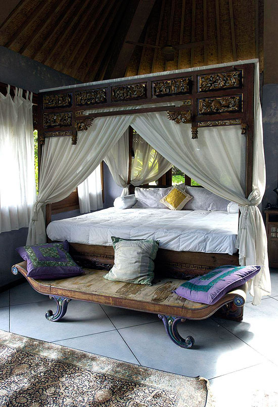 Bedroom decorating ideas from arty to exotic for Exotic bedroom decor