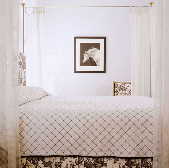 Decorating Ideas Toile Fabric: Bedroom Decorating Ideas: Totally Toile