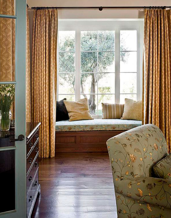 Bedroom decorating ideas window treatments traditional home for Bedroom bay window treatments
