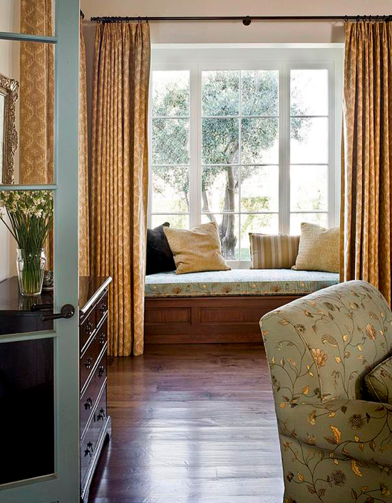 Simple Elegance Holiday Dcor in a Mediterranean style Home