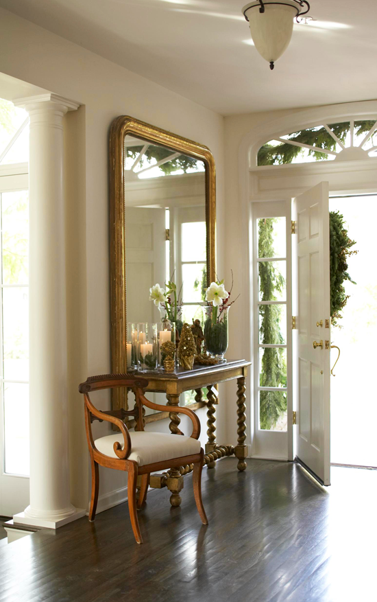Festive holiday staircases and entryways traditional home for Foyer traditional decorating ideas