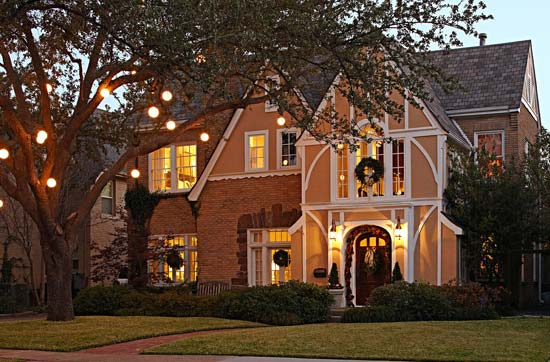 Outdoor holiday decorating traditional home - Christmas decorating exterior house ...