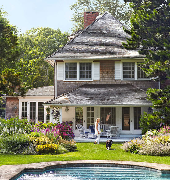 Lovley hamptons guest cottage traditional home for Small traditional house