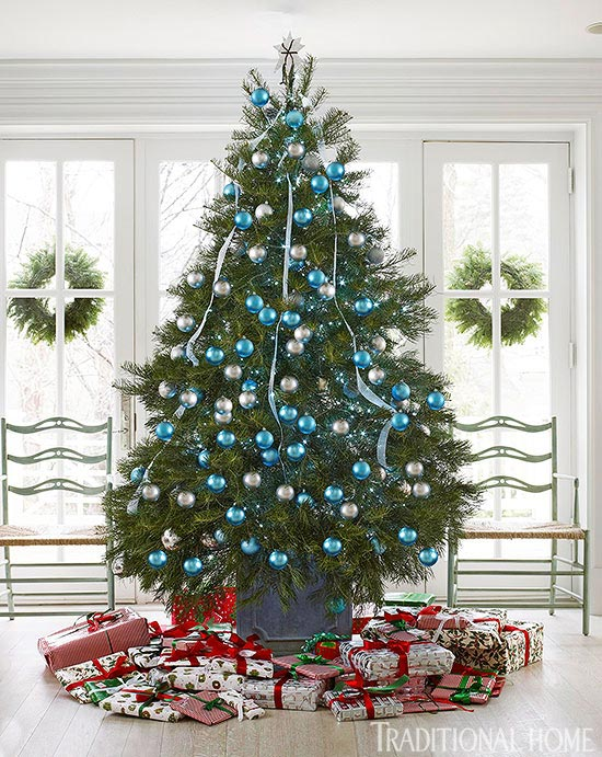 entry display in blue and white - How To Decorate A White Christmas Tree In Blue