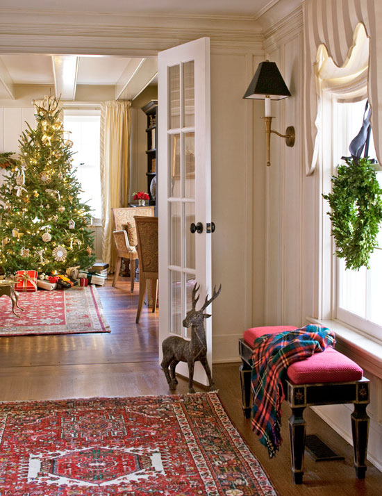 Cozy connecticut holiday home traditional home - Christmas decorations interior design ...