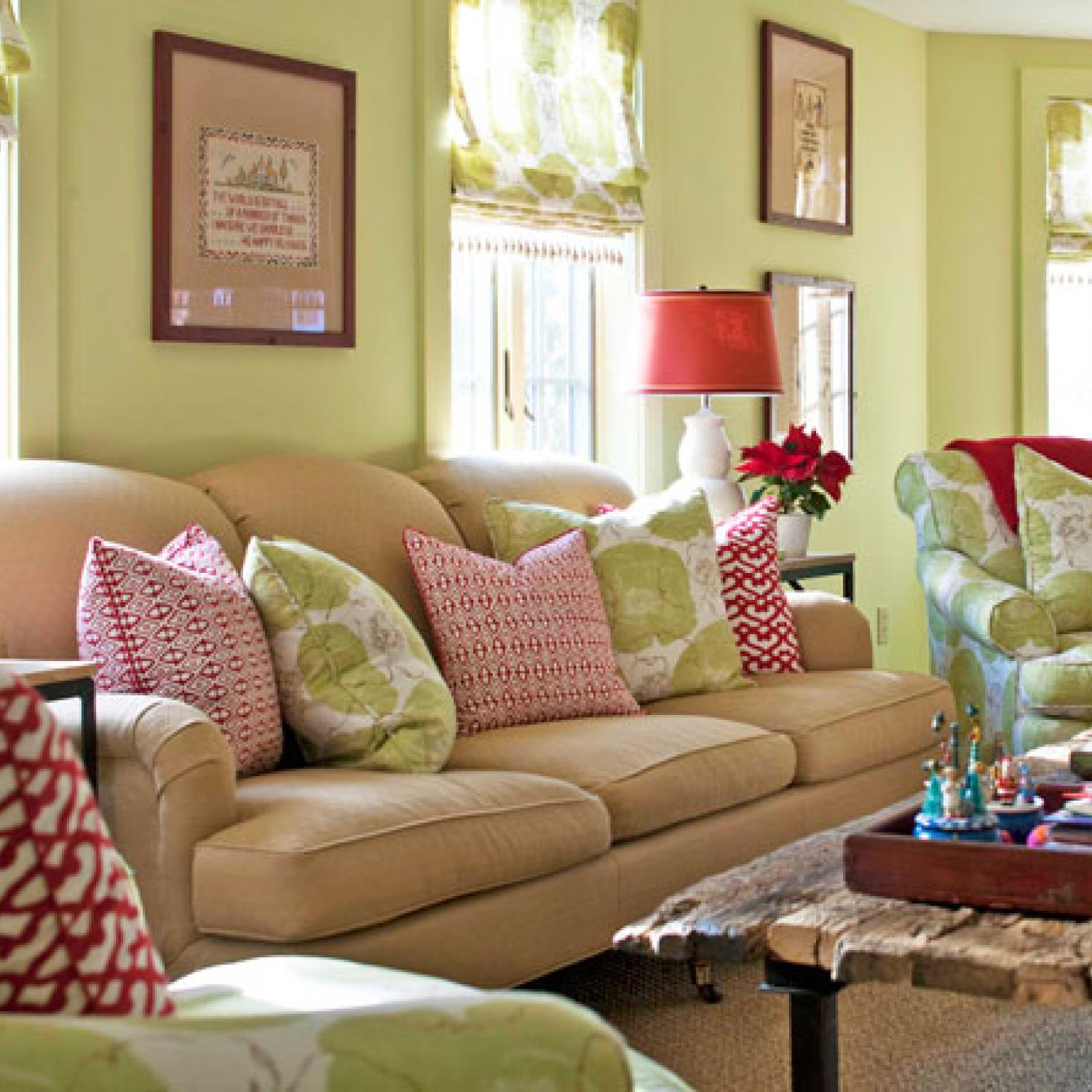 26 Interesting Living Room Décor Ideas Definitive Guide: Classic Red & Green