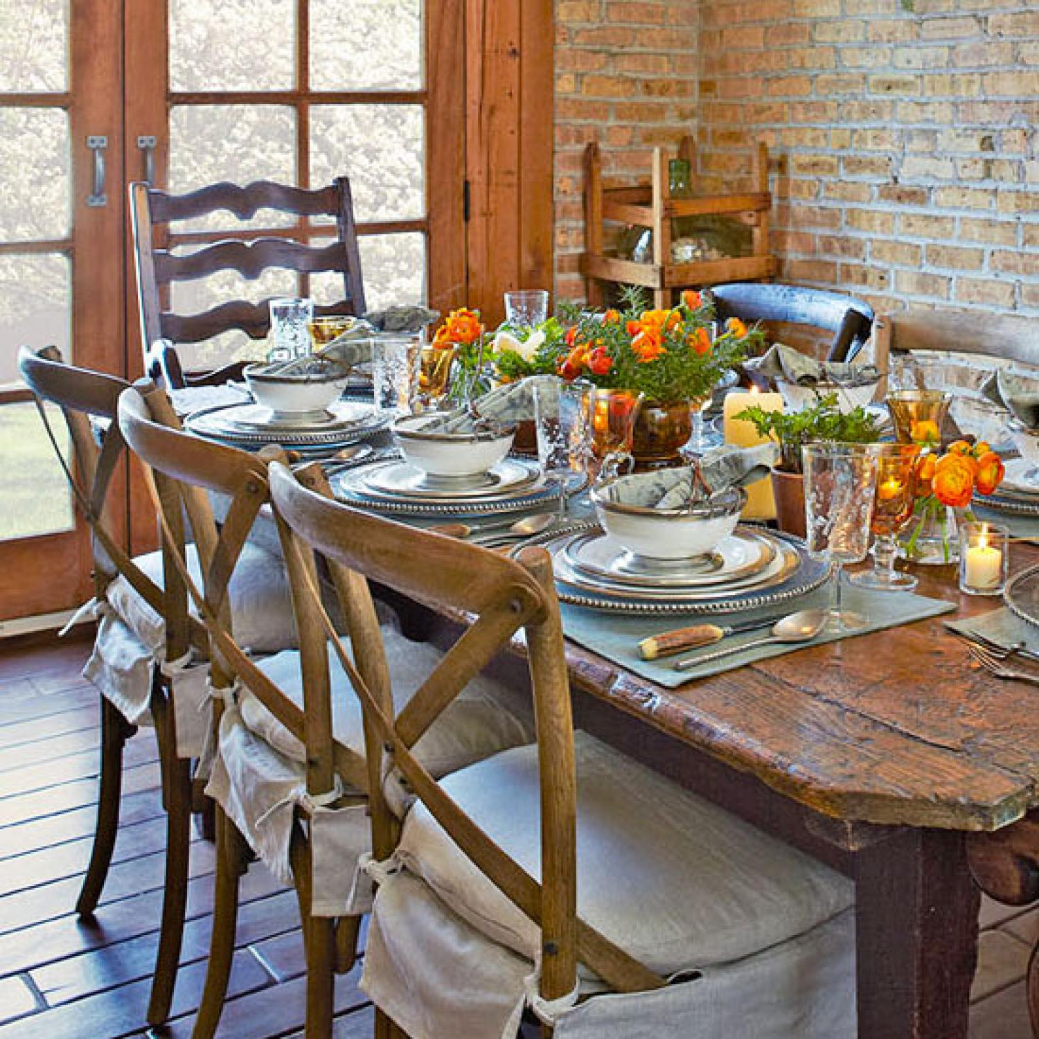 Casual Dining Room Chandeliers: Entertaining: Casual Dining In A Carriage House