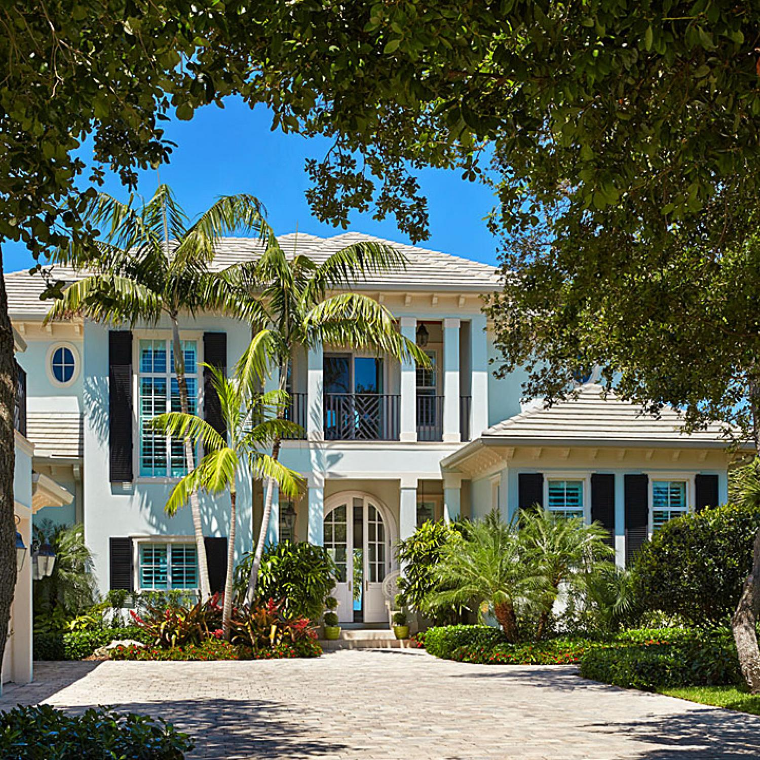 Colorful florida beach home designed by gary mcbournie for Beautiful homes in florida