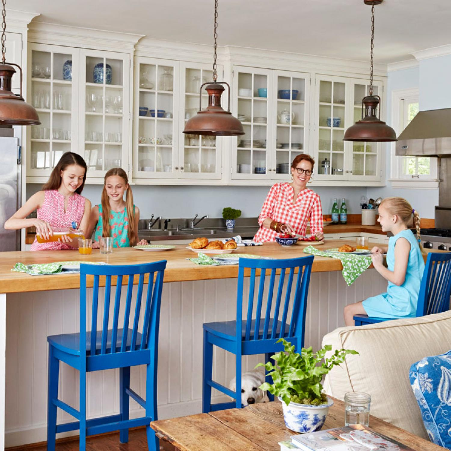 family friendly kitchens traditional home - Family Kitchen