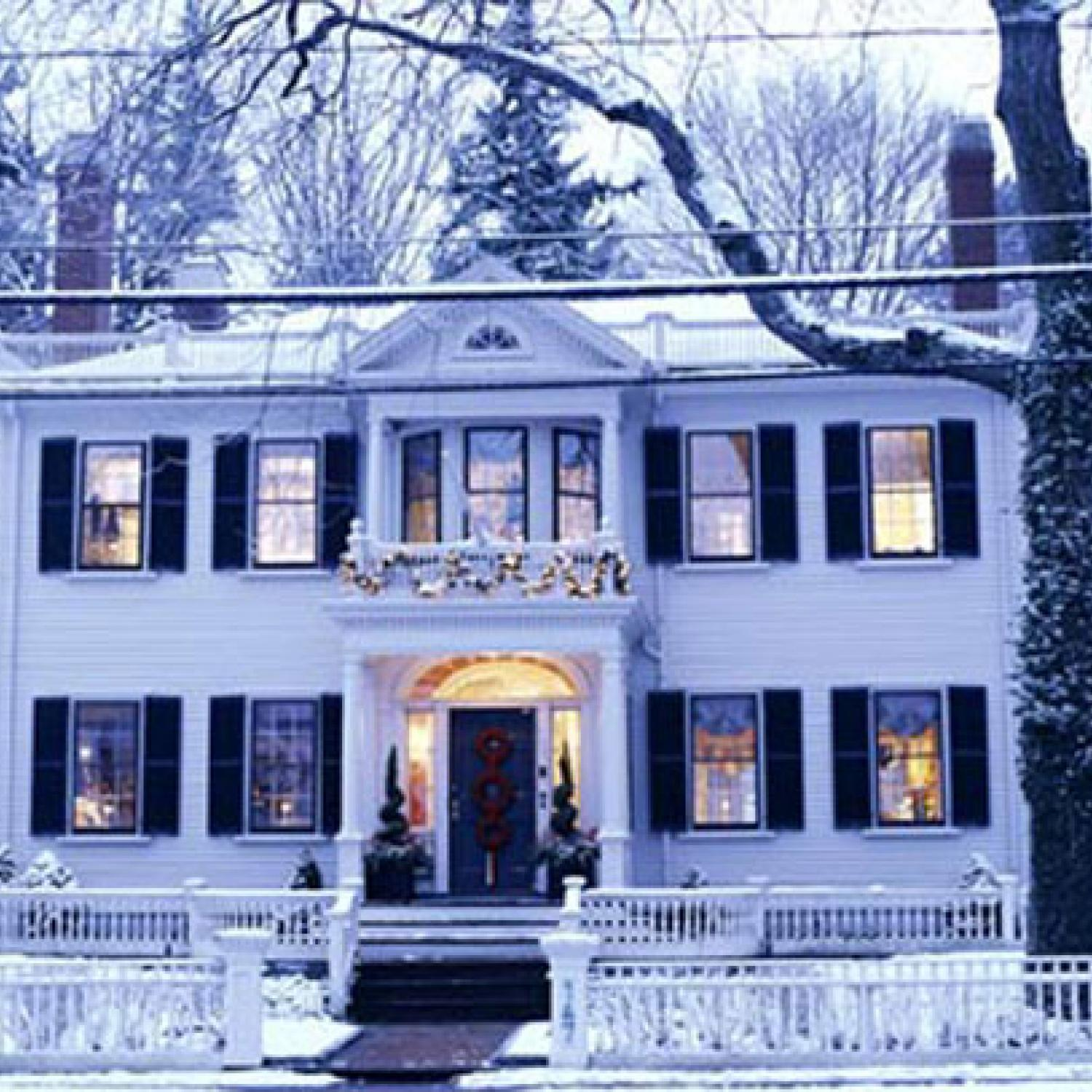 Gorgeous Updated Classic Home: Classic Christmas