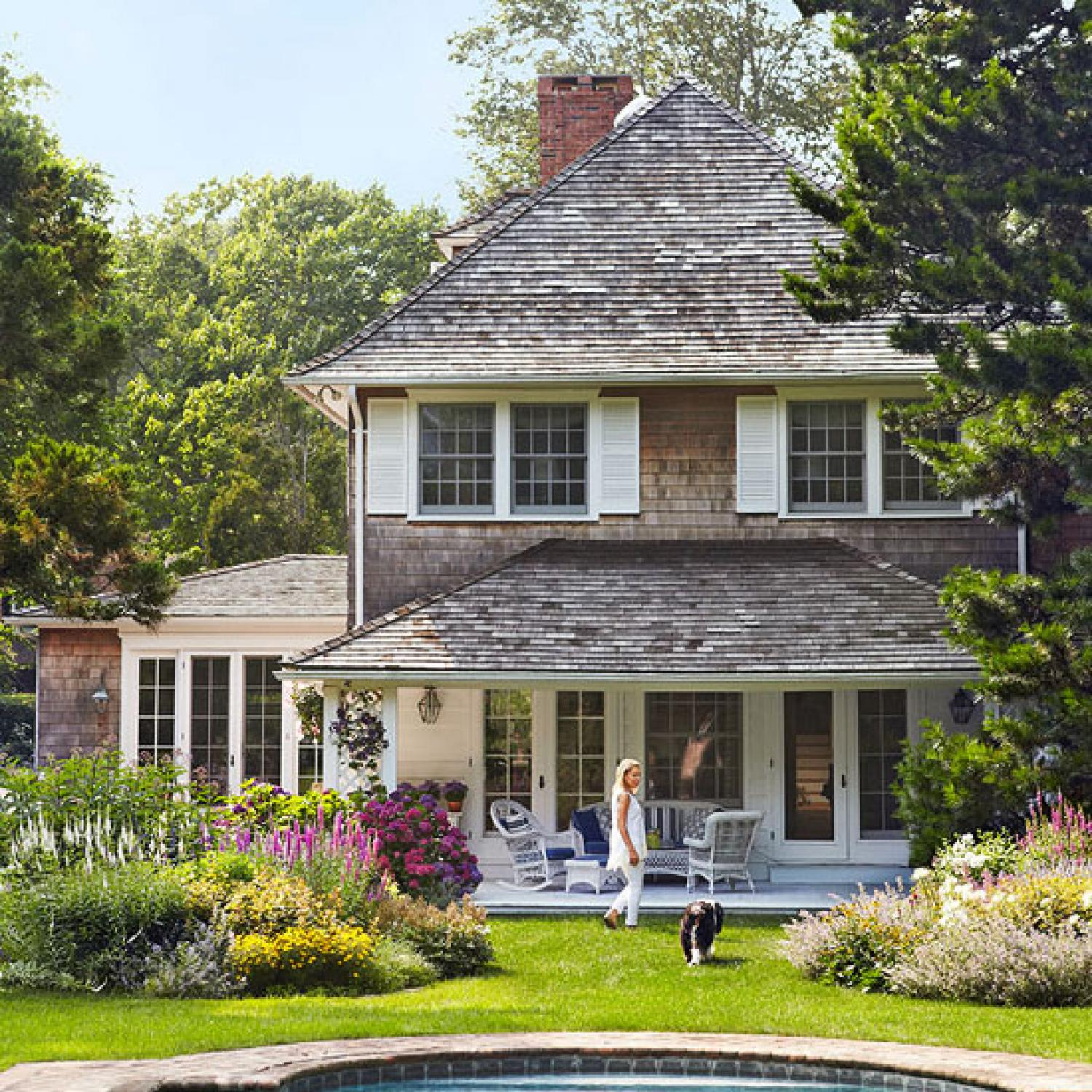 Charming east hampton cottage traditional home for Cotage house