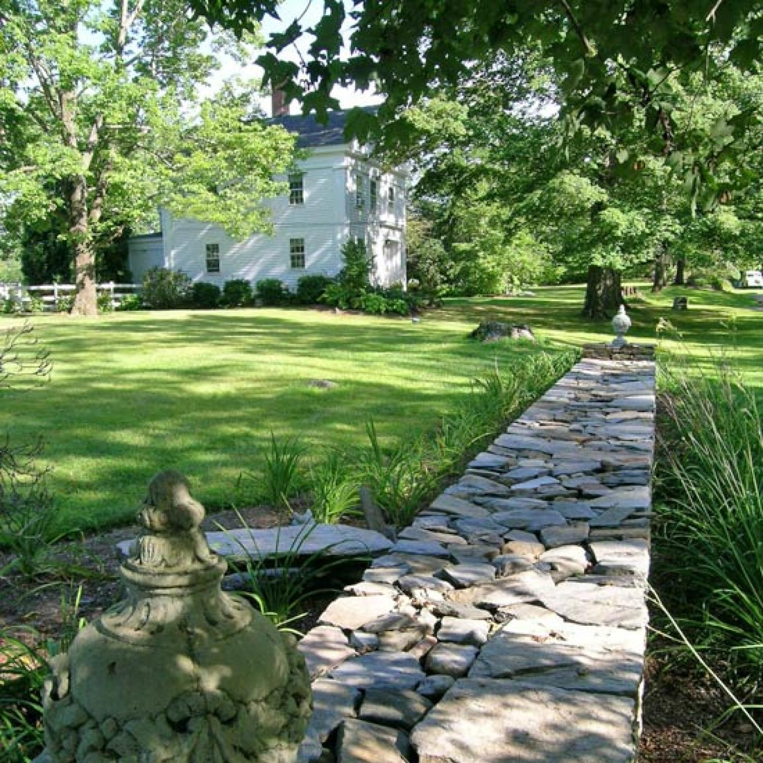 Home On Gardent Ct: English-Inspired Connecticut Garden