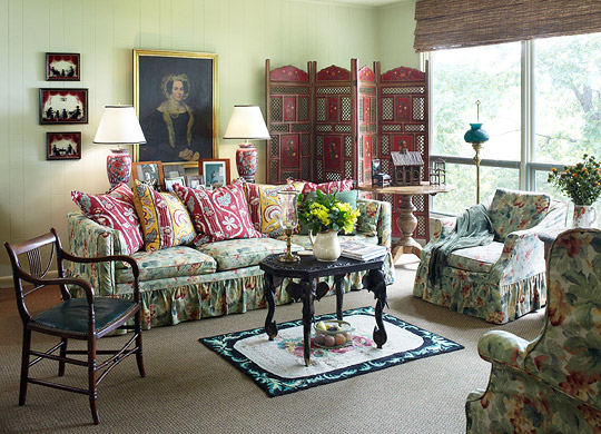 Enlarge Colorful Chintz Living Room